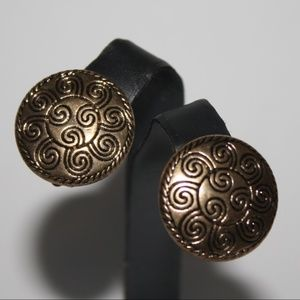 Stunning vintage gold clip on earrings 1 inch
